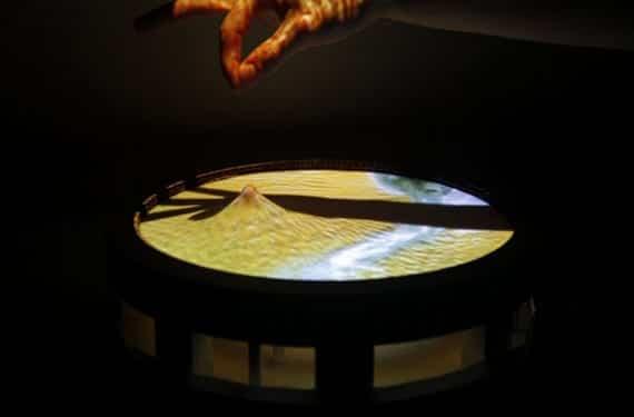 Manipulación 3D en una pantalla táctil elástica