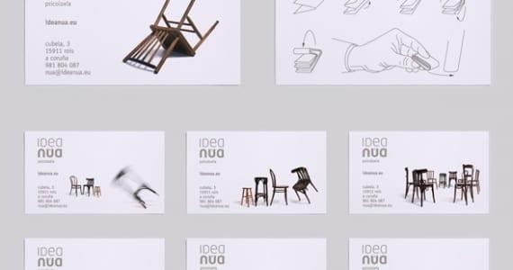 Tarjeta blanca con sillas diseñada en Galicia