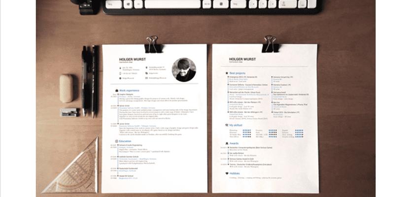 Mockup de curriculum sobre escritorio