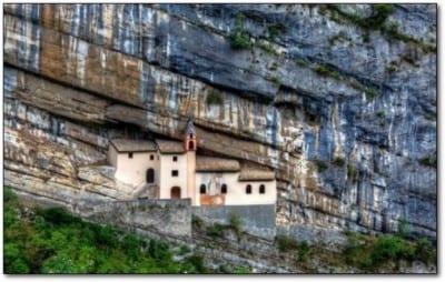 iglesia-roca