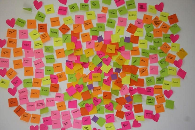 tecnicas-creativas-brainstorming-con-post-its