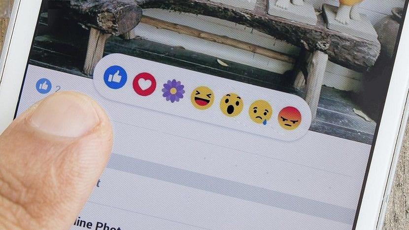 el simbolo de corazon en facebook