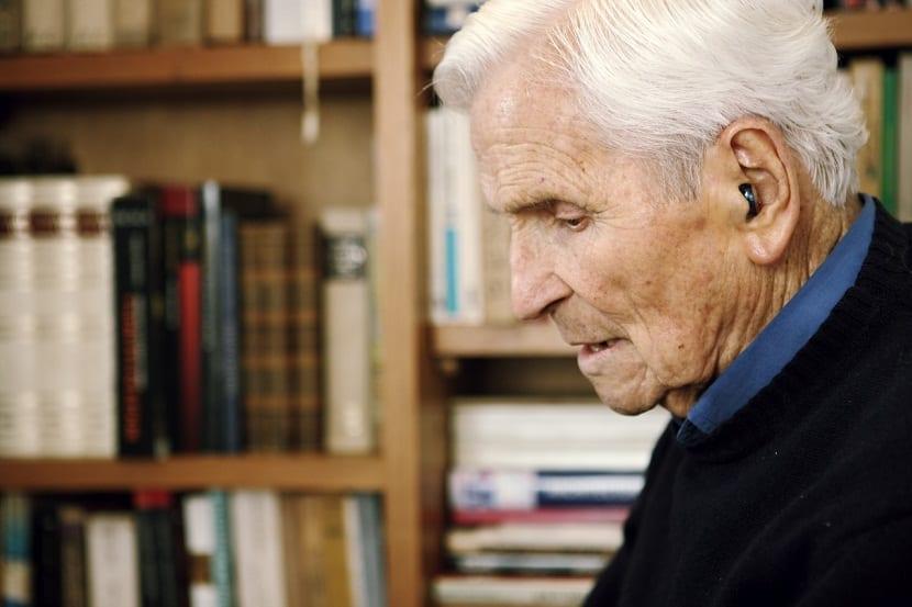Dicken Castro, prestigioso arquitecto y disenador grafico