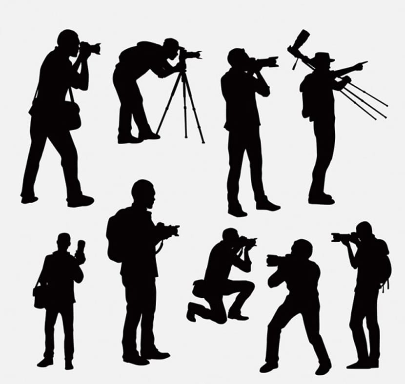 Siluetas de fotógrafo en diferentes posiciones