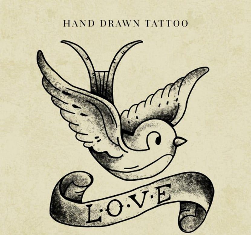 Tatuaje de un pájaro con una cinta