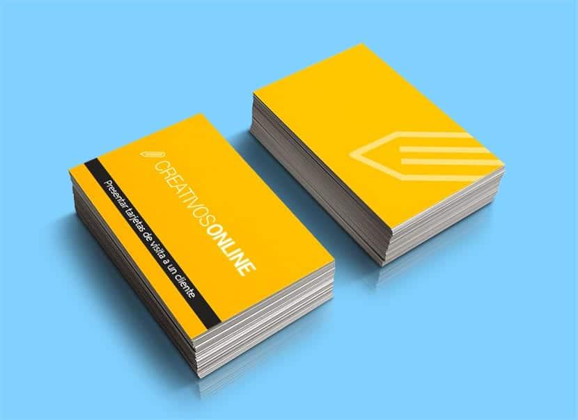 Cómo presentar tarjetas de visita a un cliente