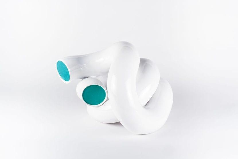 Escultura blanca de cerámica