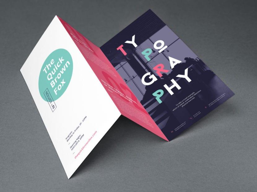 Brochure tríptico abierto