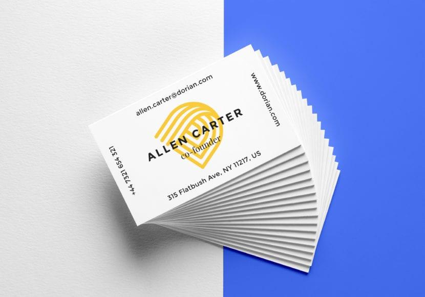 Mockup de pila de tarjetas con fondo combinado