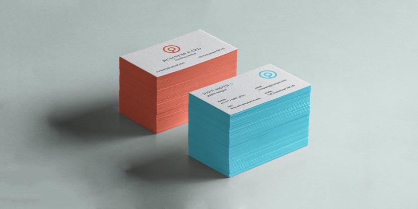 Mockup de pila de tarjetas con bordes de colores