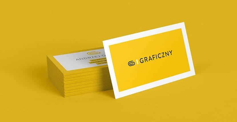 Pila de tarjetas y tarjeta frontal con fondo liso