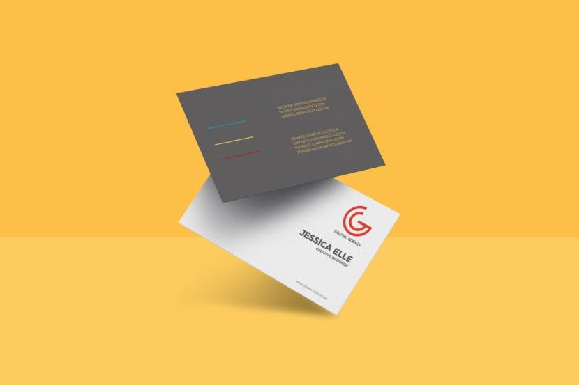Mockup de tarjeta con fondo combinado y efecto de gravedad