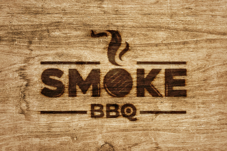 Logo Somke BBQ estampado en madera