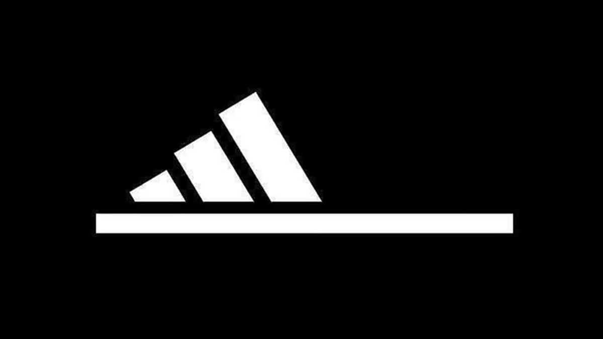 Adidas logo chancla