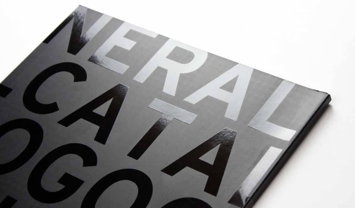 un barniz UVI aporta brillo a nuestro diseño impreso