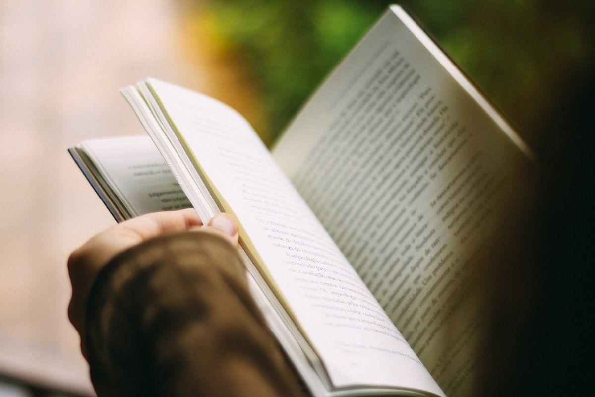 Los datos imprescindibles de una portada de libro y contraportada